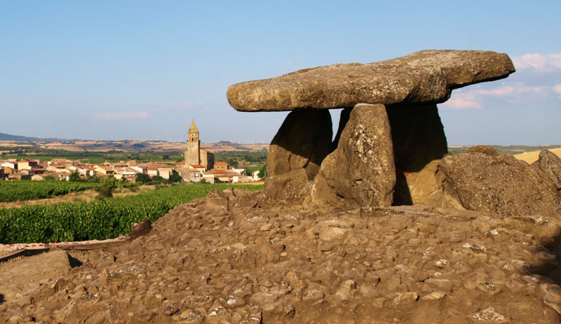 Dolmen de la Hechicera. Gran Turismo Rioja